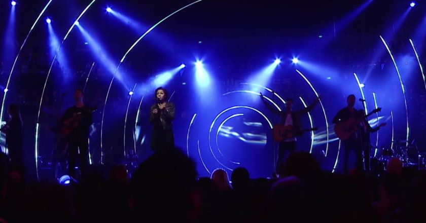 Hillsong Worship - Love On The Line