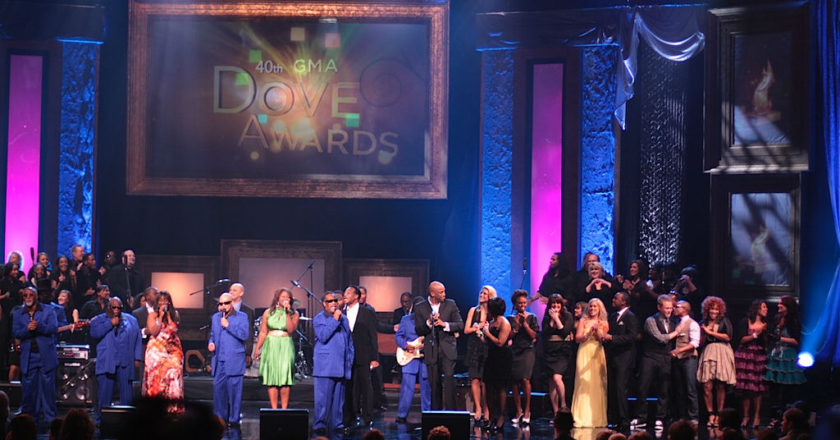 Premios GMA Dove - Zona Vertical