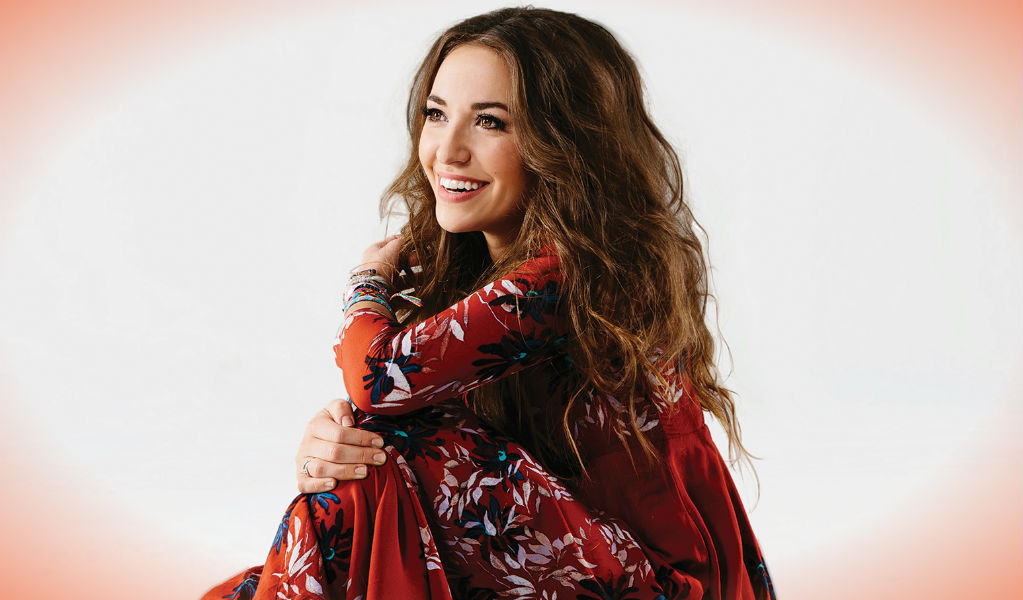 Lauren Daigle - Billboard - ZonaVertical.com