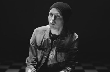 Manafest - Stones - ZonaVertical